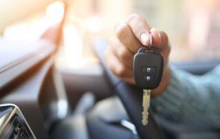 Muestra las llaves correspondiente a su renting de coches
