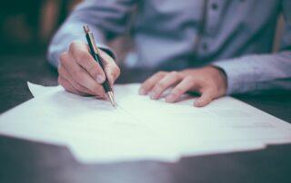 Detalle la documentación para contratar renting de forma efectiva.
